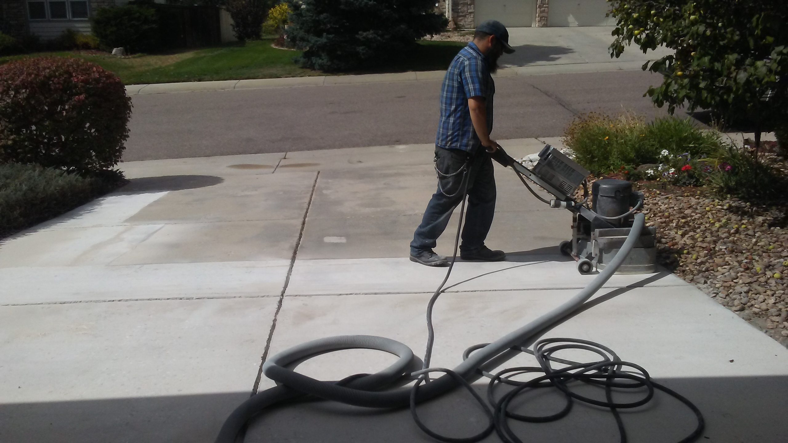 Replacing vs repairing driveways with decorative concrete for Microtopping costi